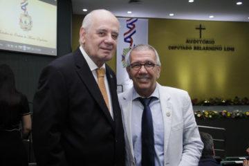 Deputado Serafim Correa e Rui Machado, que recebeu a Medalha do Mérito Legislativo na Assembleia do Amazonas